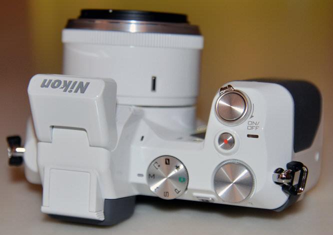 Nikon 1 V2 White 3