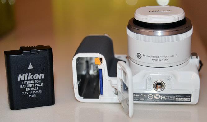 Nikon 1 V2 White 6