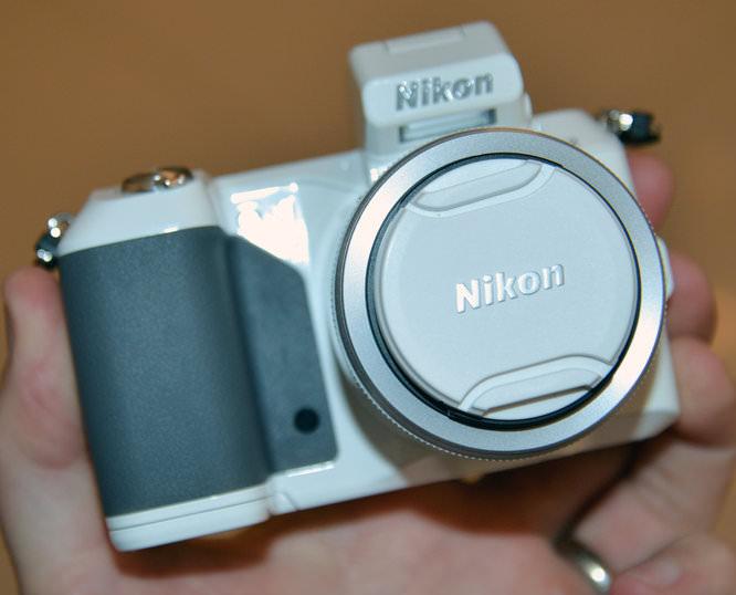 Nikon 1 V2 White 7