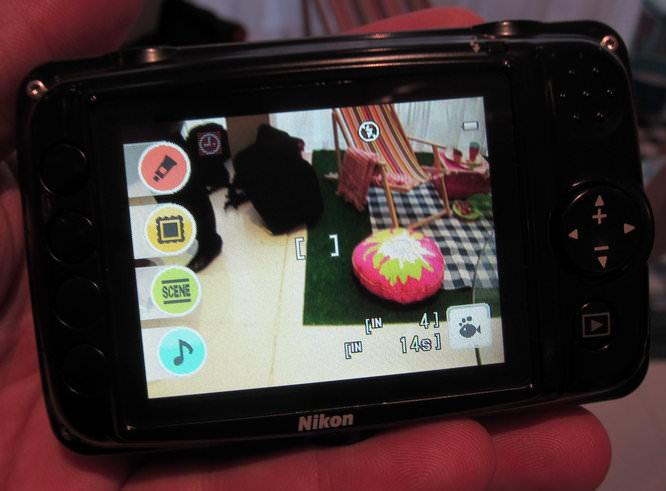 Nikon Coolpix S30 Back Controls