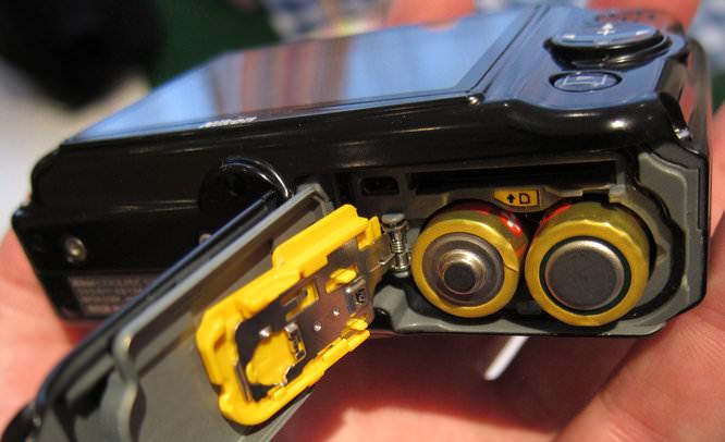 Nikon Coolpix S30 Battery Compartment