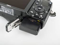 Nikon Coolpix P7000 battery compartment