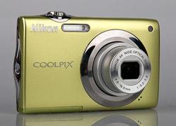 Nikon Coolpix S3000 Wide Angle Lens Detail
