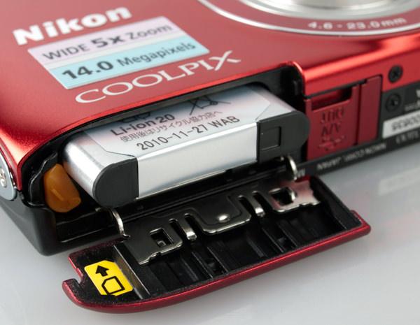 Nikon Coolpix S3100 battery compartment
