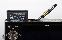 Nikon Coolpix S8000 Battery Detail