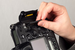 Nikon D3s dual slot