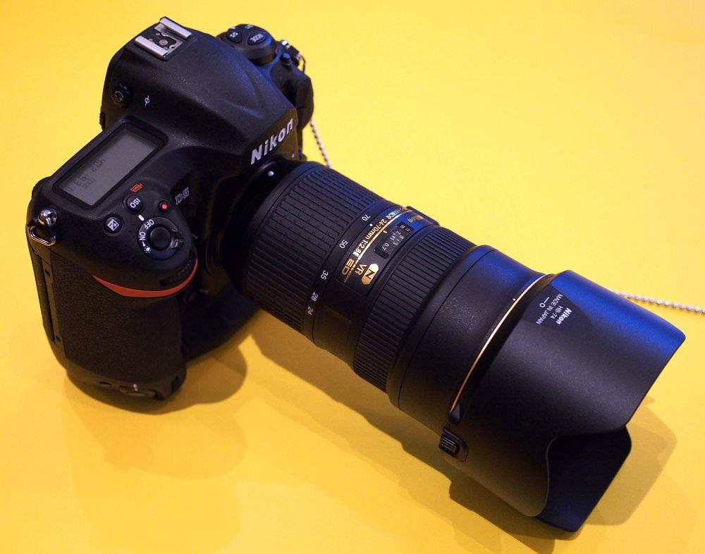 Nikon D5 In Hand (5)