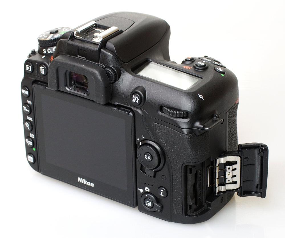 Nikon D7500 DSLR (6)