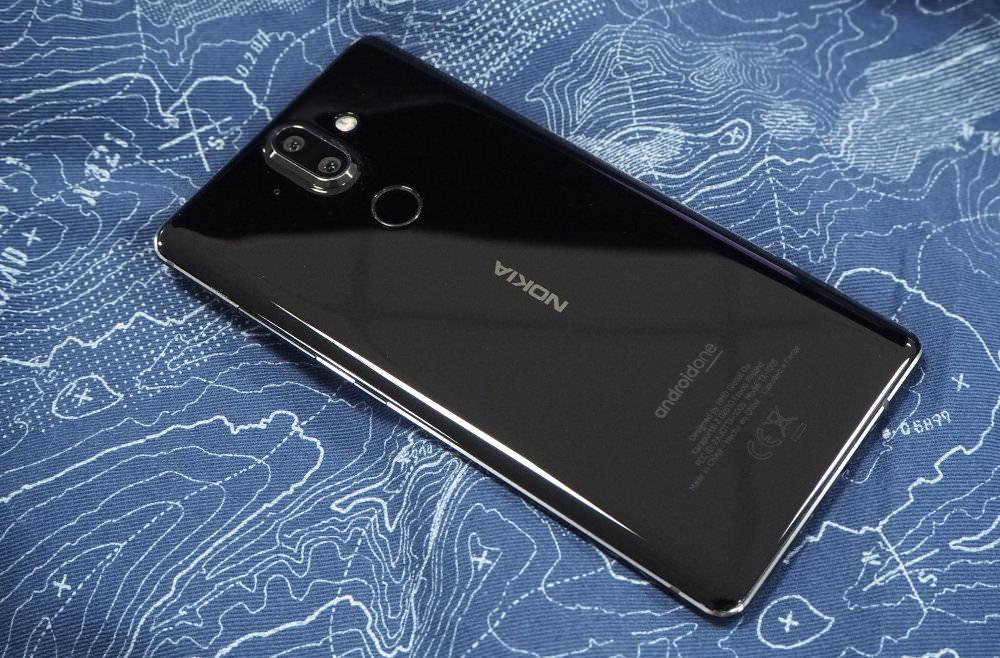 Nokia 8 Sirocco Black Lifestyle (1)