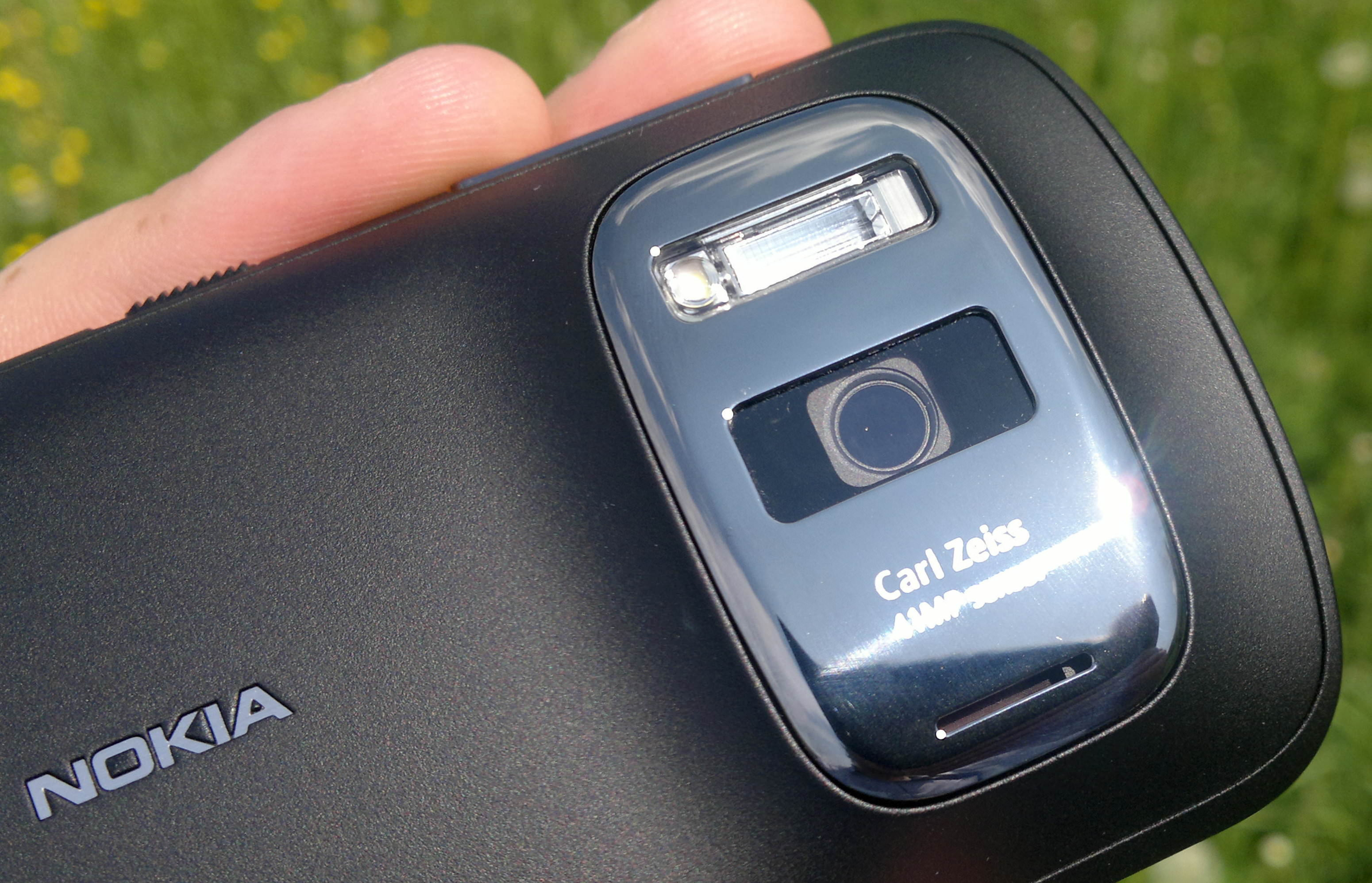Nokia PureView 808 41mp First Impressions Review