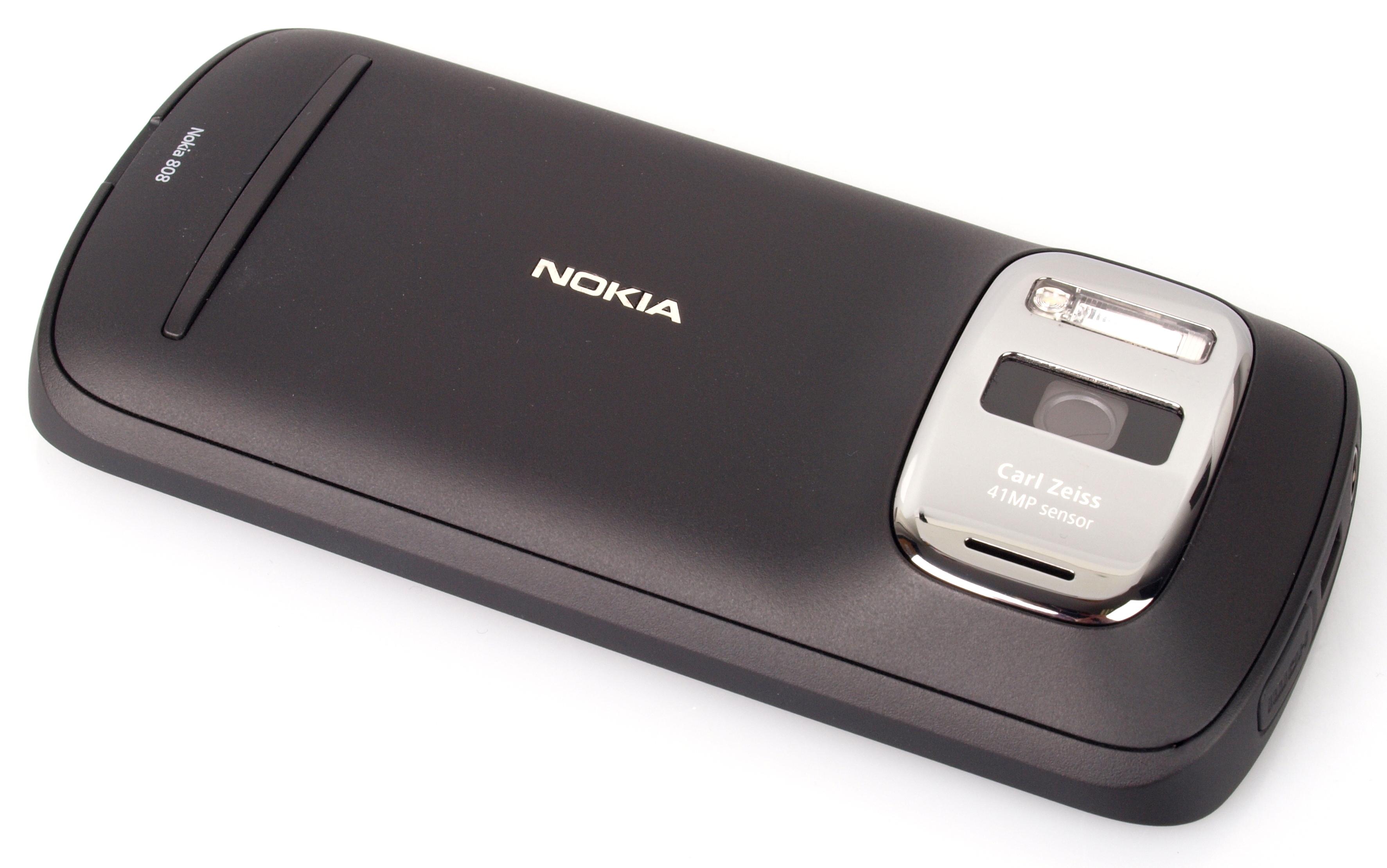 Nokia PureView 808 Camera Phone Review