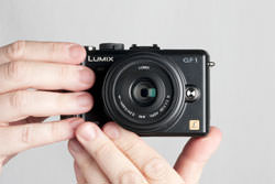 Panasonic Lumix DMC-Gf1 held