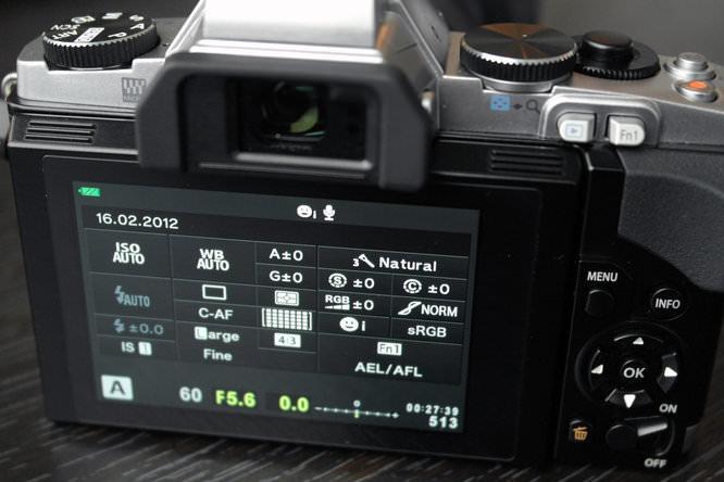 Olympus OM-D E-M5 Rear Screen