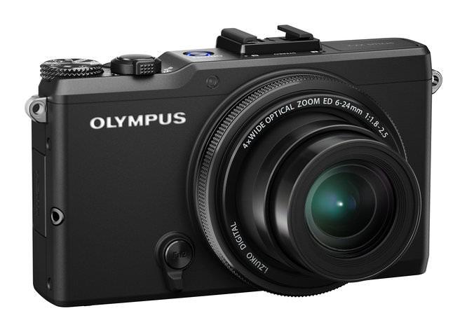 Olympus XZ-2 Angled view