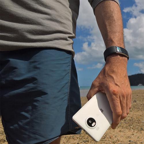 Lumia in-hand