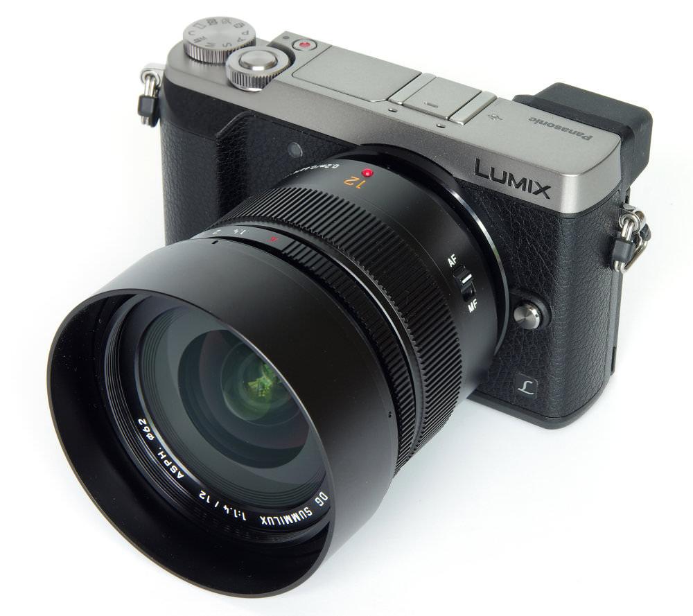 Dg Summilux 12mm F1,4 With Hood On Gx80