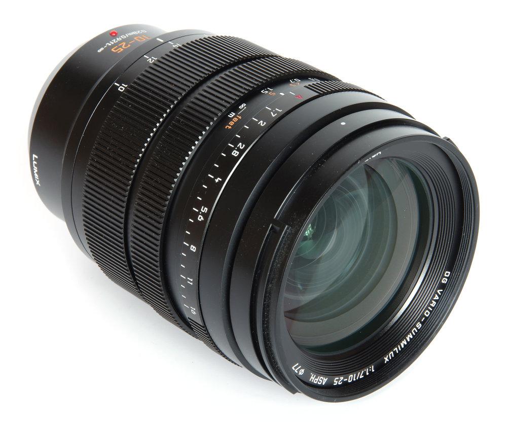 Leica DG 10 25mm F1,7 Front Oblique View