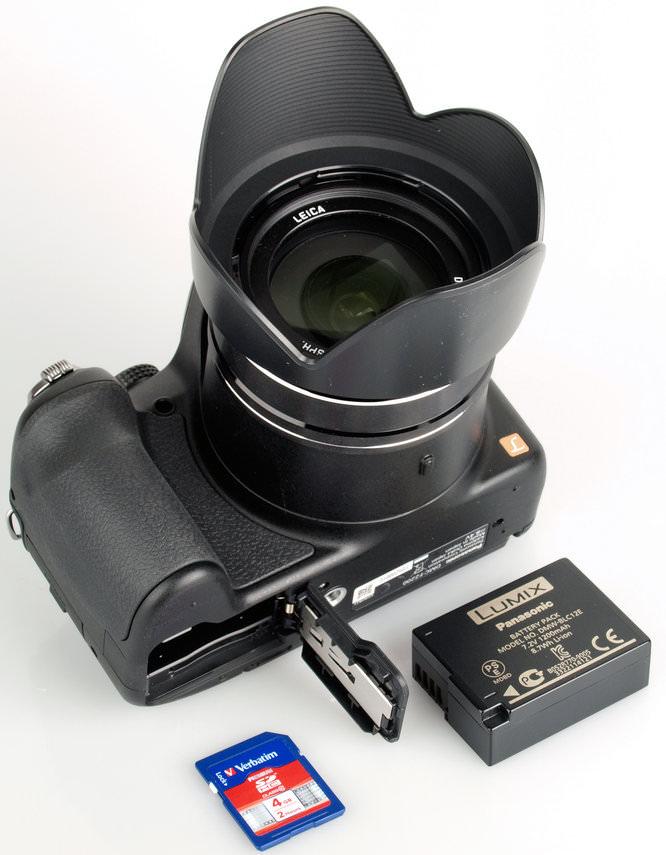 Panasonic Lumix Dmc Fz200 Bottom 2