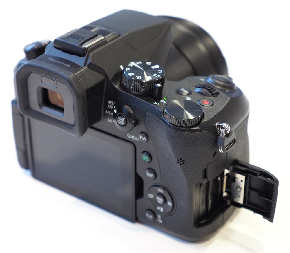 Panasonic Lumix FZ2000 (9)