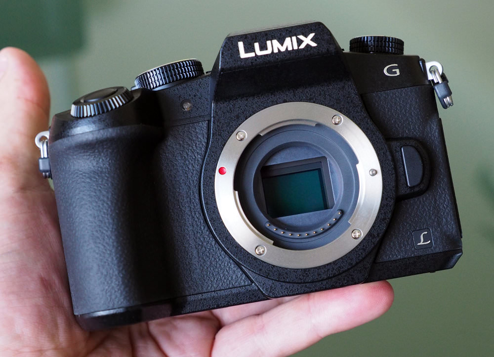 Panasonic Lumix G80 In Hand (1)