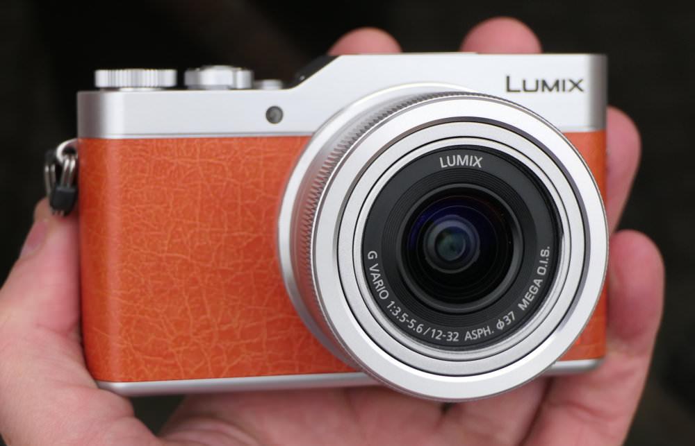 Panasonic Lumix GX800 In Hand (5)