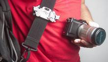 Peak Design Capture Clip - detaching camera