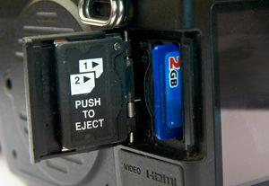 Pentax 645D memory card slot
