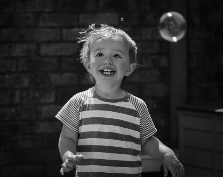 child with bubbles mammarazzi