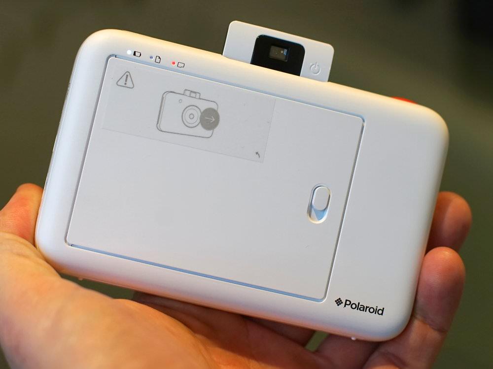 Polaroid Snap White In Hand (5)