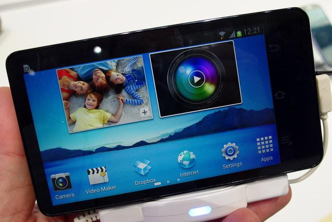 Samsung Galaxy Camera Hands On Black (2)