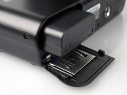 Samsung NX100 battery compartment