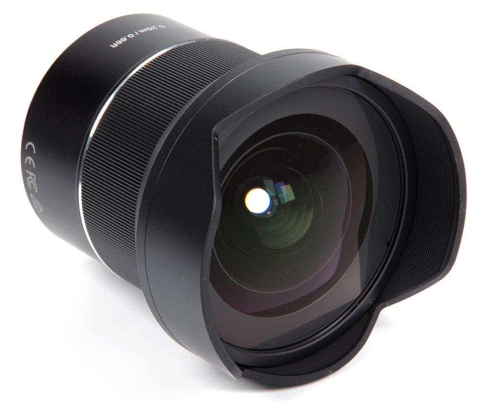 Samyang Af 14mm F2,8RF Front Oblique View