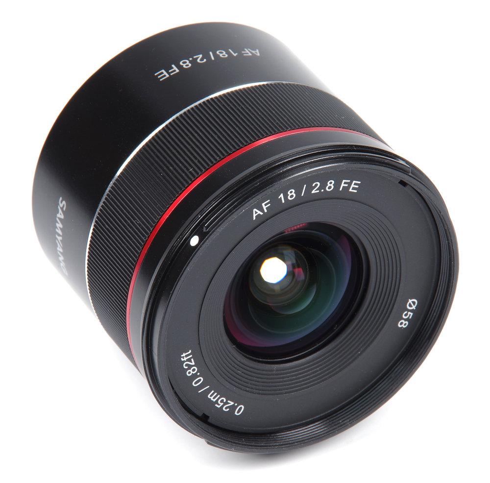 Samyang AF 18mm F2,8 Front Oblique View