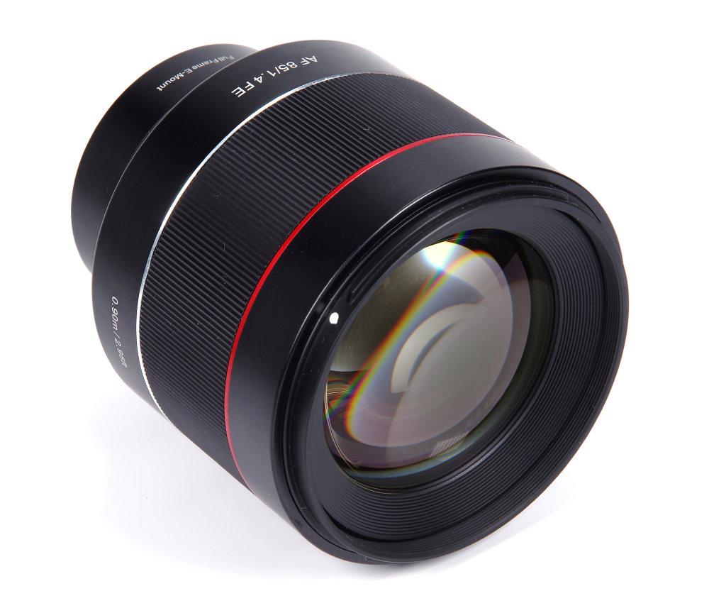 Samyang Af 85mm F1,4 Front Oblique View