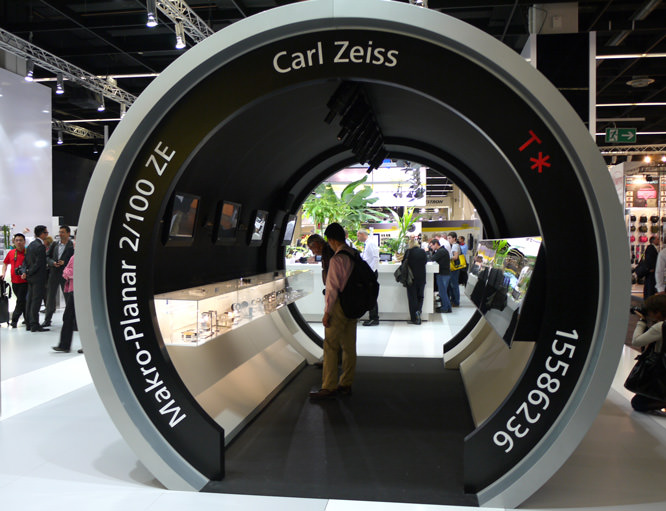 Carl Zeiss Walk-through lens