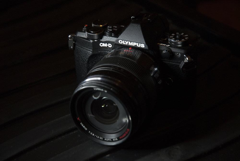 Low-key product shot LED (Off Camera) | 1/50 sec | f/4.5 | 70.0 mm | ISO 400