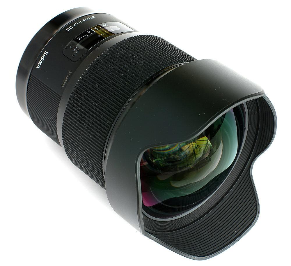Sigma 20mm F1,4 Front Three Quarter View