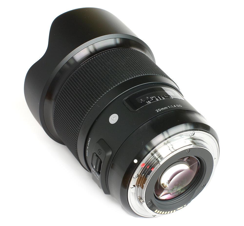 Sigma 20mm F1,4 Rear Three Quarter View