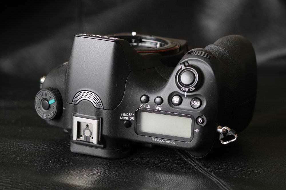 Sony Alpha A68 SLT (9)