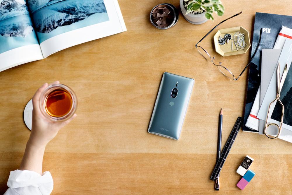 Sony Xperia XZ2 Premium Chrome Silver Lifestyle