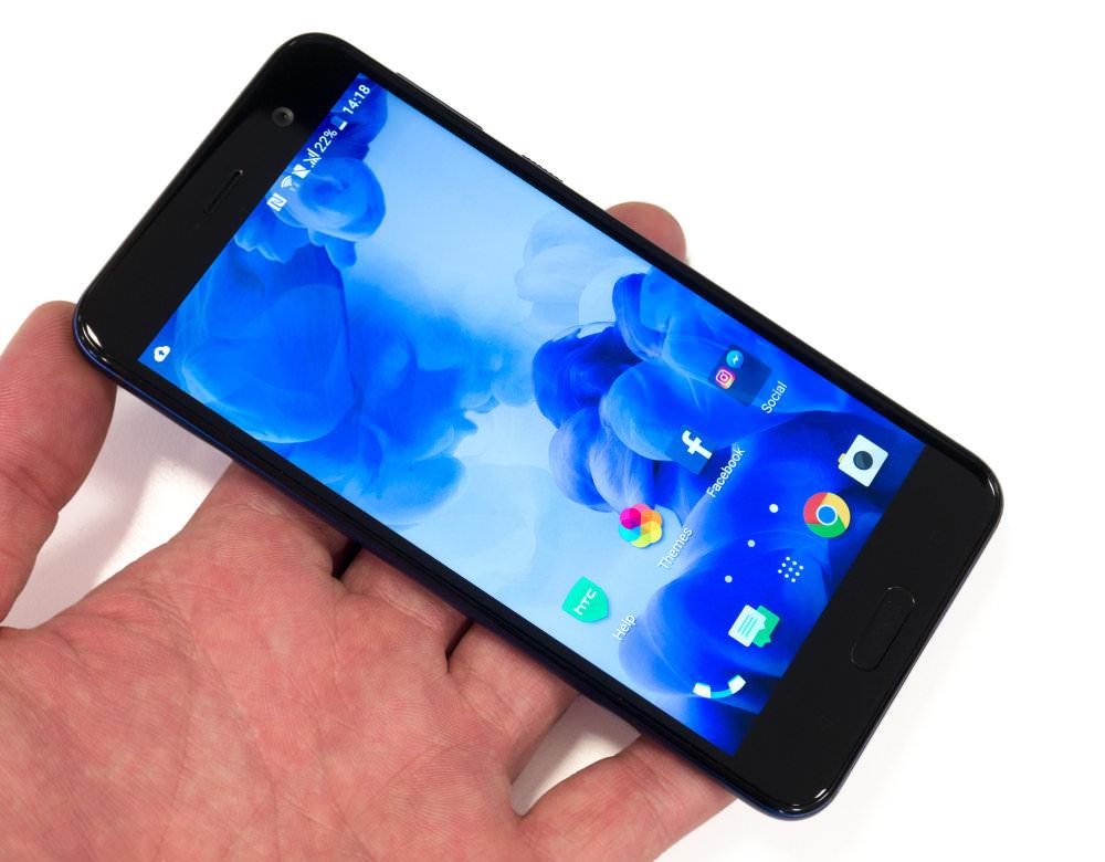 HTC U Play In Hand