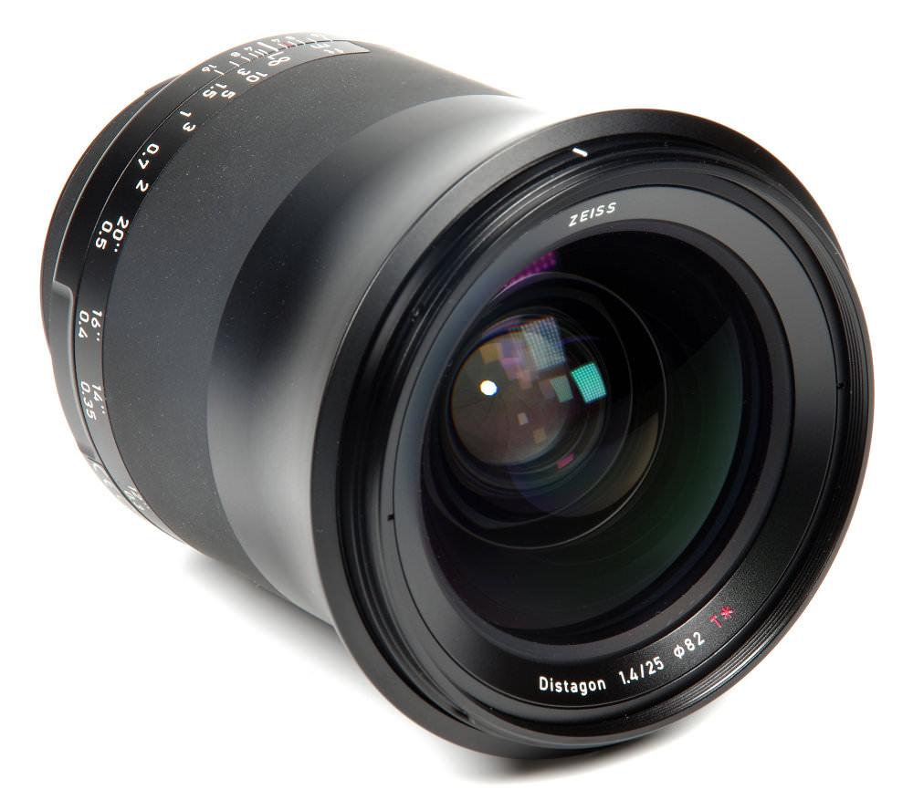 Zeiss Milvus 25mm F1,4 Front Oblique View