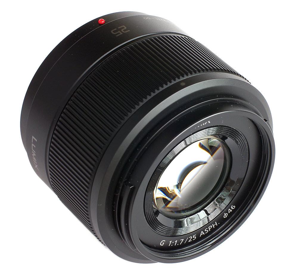 Lumix 25mm F1,7 Front Three Quarter View