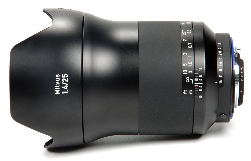 Zeiss Milvus 25mm F1,4 Top View With Hood