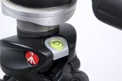 Under £150 tripod group test Manfrotto 055x ProB Q90 spirit bubble