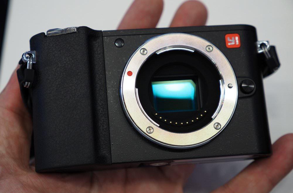 Yi M1 Black (7) (Custom)