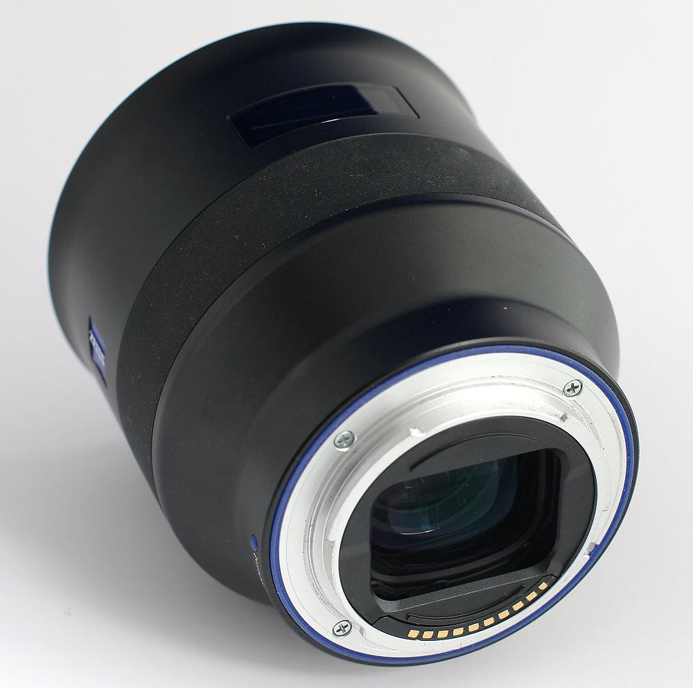 Zeiss Batis 85mm F1,8 Three Quarter View Rear