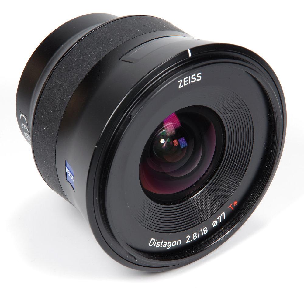 Zeiss Batis 18mm F2,8 Front Oblique View