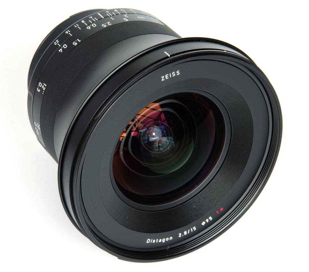 Zeiss Milvus 15mm F2,8 Front Oblique View