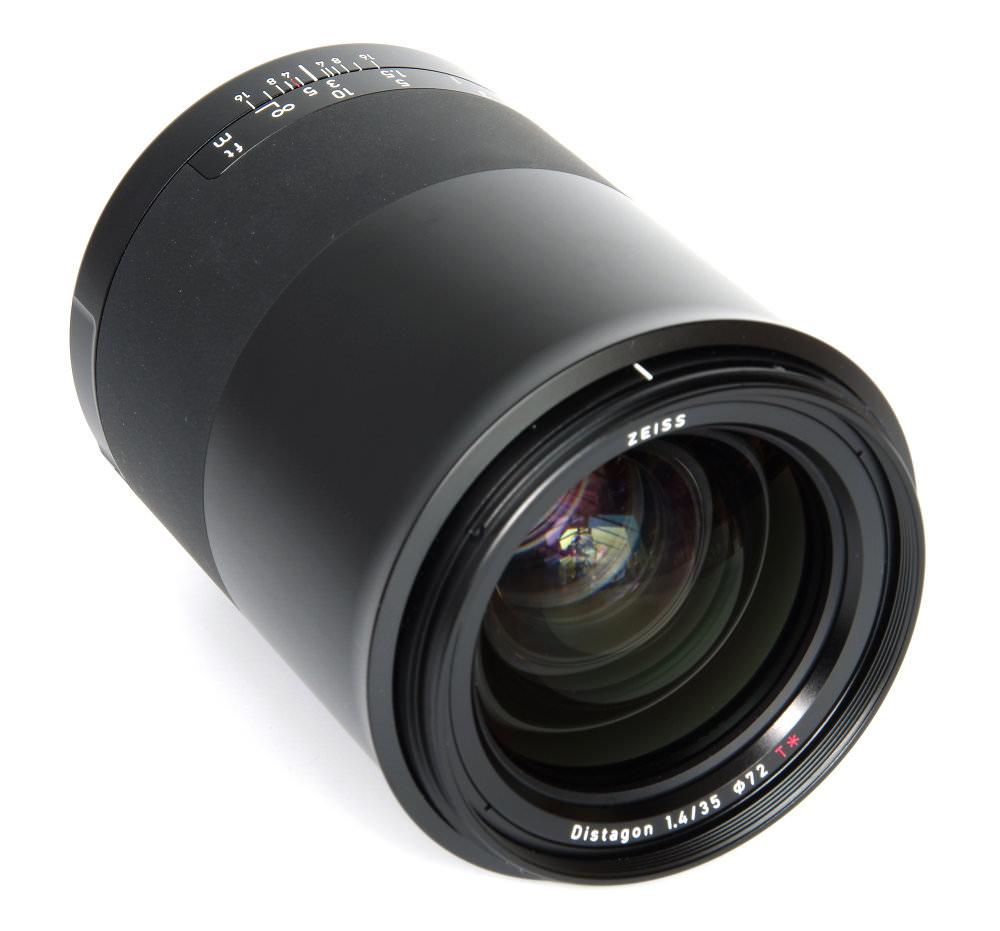 Zeiss Milvus 35mm F1,4 Front Oblique View